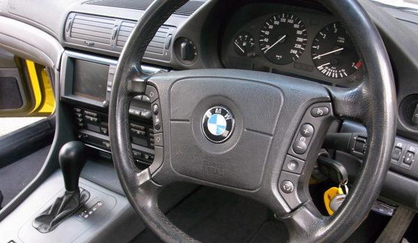 BMW740 革ステアリング劣化