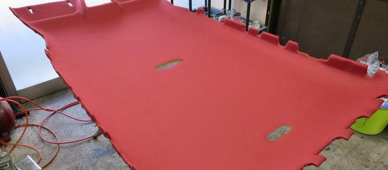 メルセデスベンツ バネオ 天井張替え(赤い生地でカラーチェンジ)