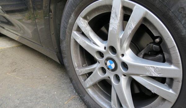 BMW純正ホイールのガリ傷修理